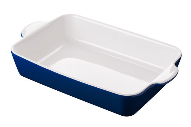 側面が青く中が白い長方形のグラタン皿
