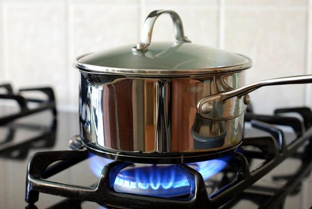 ガスコンロの鍋