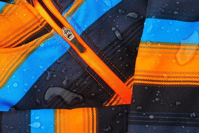 雨滴のカラフルなソフトシェルジャケット
