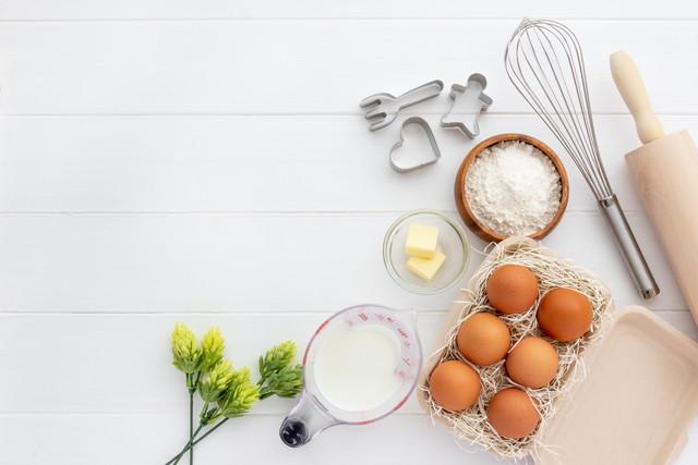 お菓子作りの材料とキッチン用品