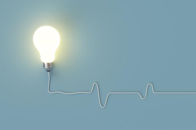 コードが伸びた光る電球