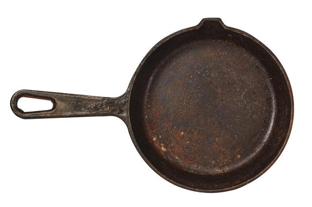 錆びた鍋、白い背景