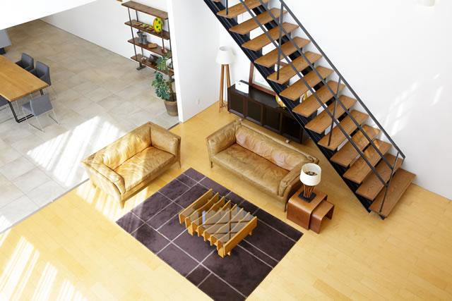 上から見たリビング階段のあるリビング