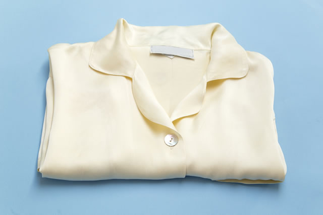 レーヨンのシャツが畳んである様子