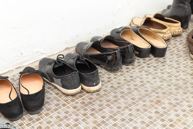 玄関に靴を出しっぱなし