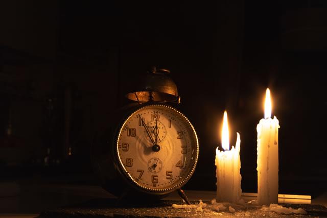 時計とロウソク