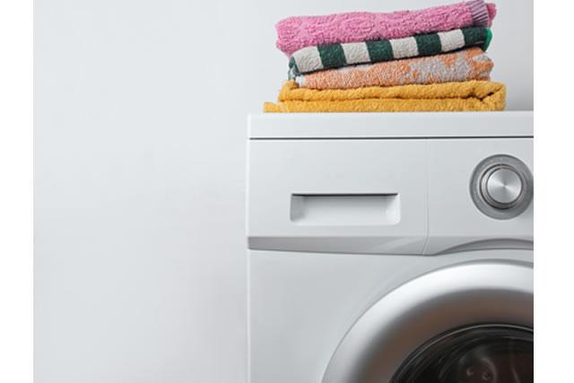 タオルが積まれた洗濯機