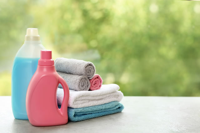 洗濯洗剤と洗濯物