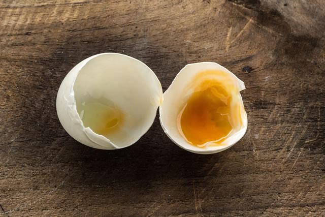 腐っているようにみえる卵