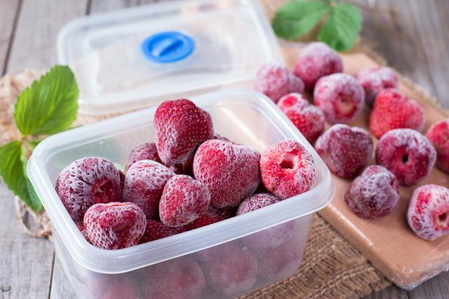 ボックスに冷凍イチゴ