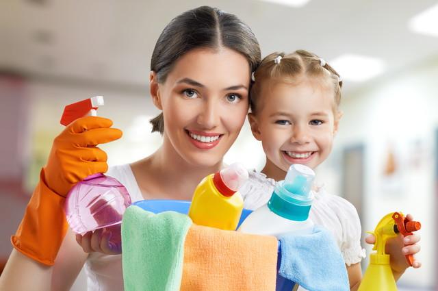 掃除姿の親子