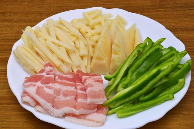 肉と野菜の下ごしらえ