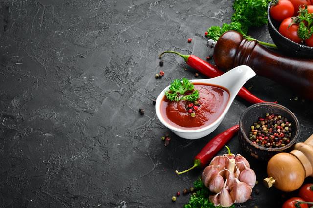 トマトピューレと食材
