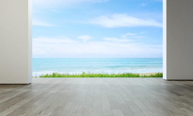 ビーチハウスの海の見える広いリビングルーム