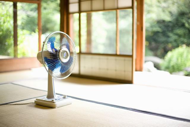 和室と扇風機