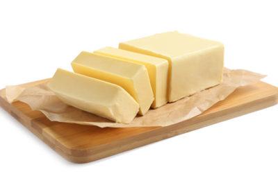 切られたバター