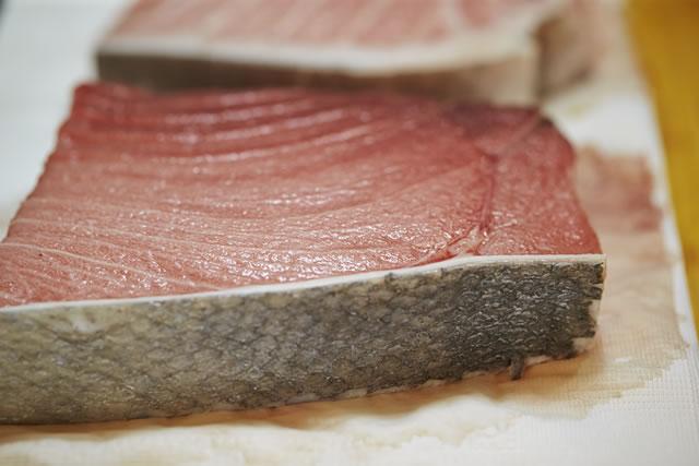 解凍された切り身の魚