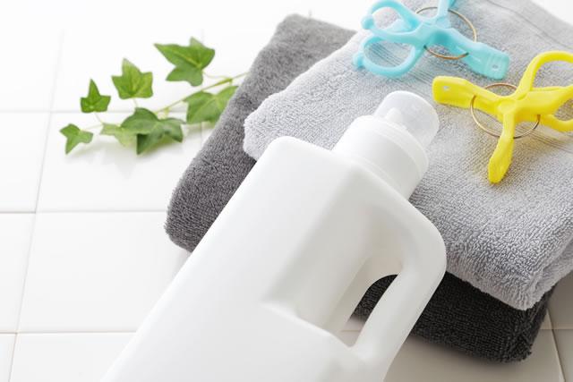 洗濯 Detergent bottle on white tile