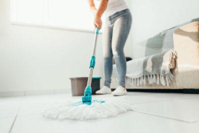 主婦 モップ掃除