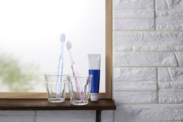 コップと歯ブラシ