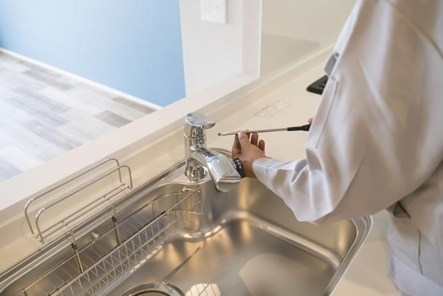 キッチン 水栓の点検 修理
