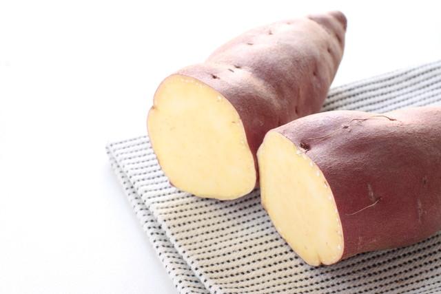 切ってあるサツマイモ