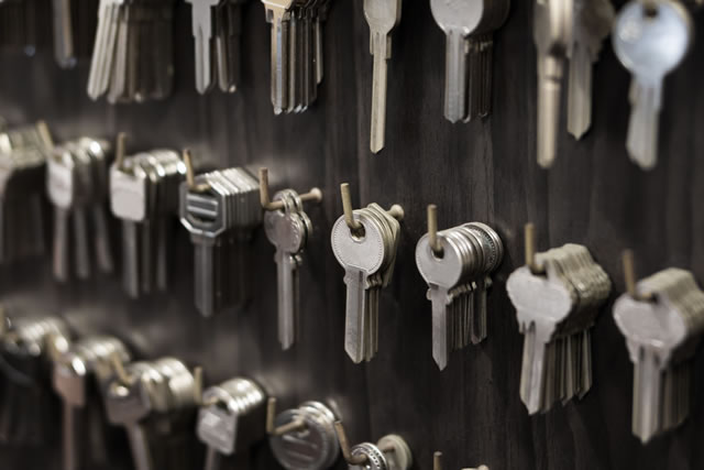 everal Keys type such as household and car key use for copying or duplicating hang on the wall in the locksmith workshop