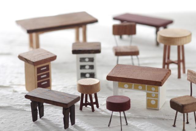 たくさんの家具のミニチュア