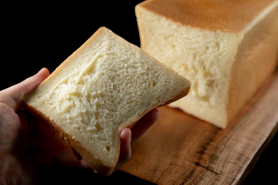 切られた食パン