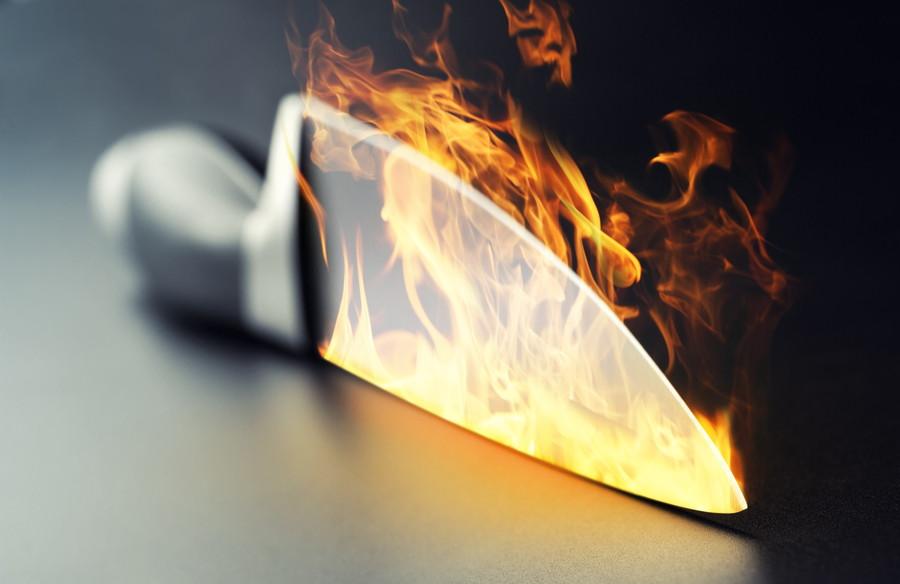 火であぶられている包丁