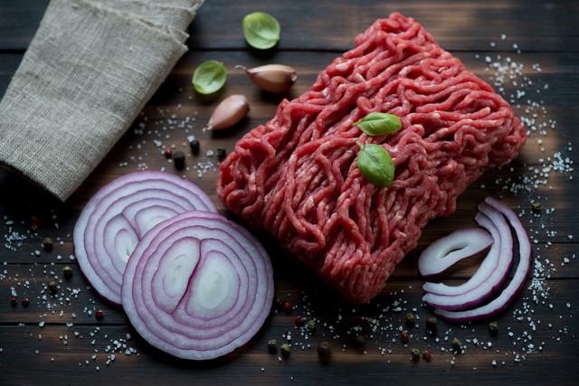 未調理の牛ひき肉