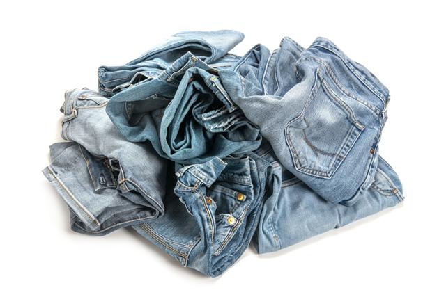 無造作に置かれたジーンズ