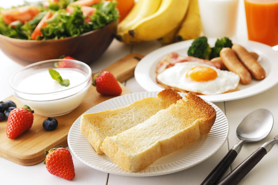 食パンを含めた朝食