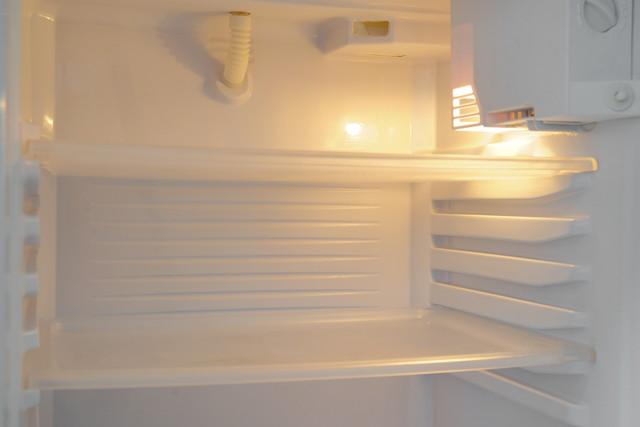 からっぽな冷蔵庫