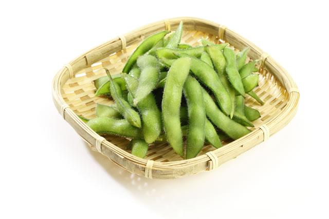 ザルに盛られた枝豆