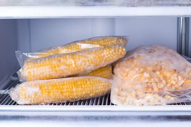 冷凍庫に入ったとうもろこし