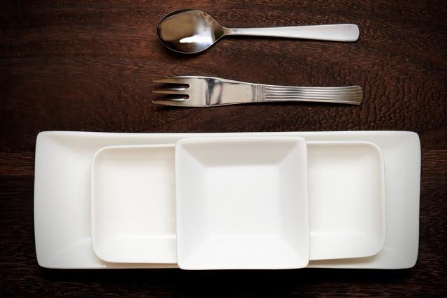 重なった食器
