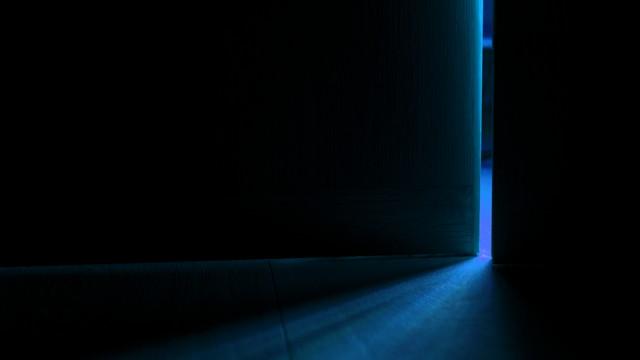 真っ暗な寝室