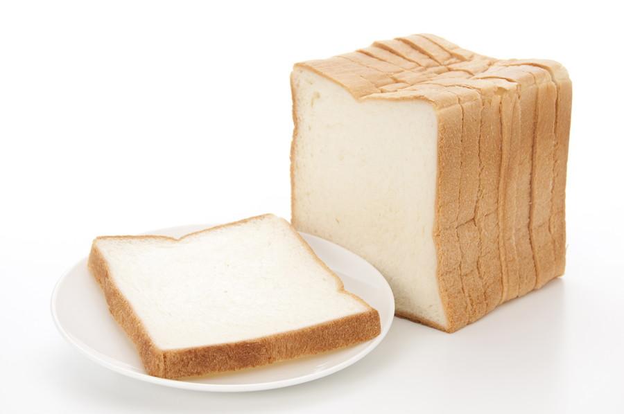 お皿に乗ったパン