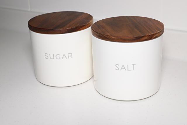 砂糖と塩を入れる容器