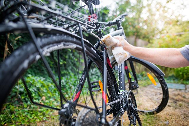 自転車のフレーム掃除