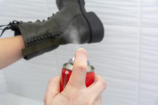 革靴に防水スプレー