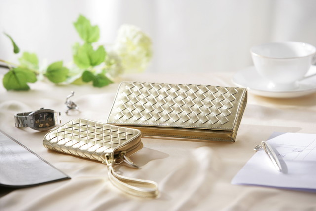 金色の長財布