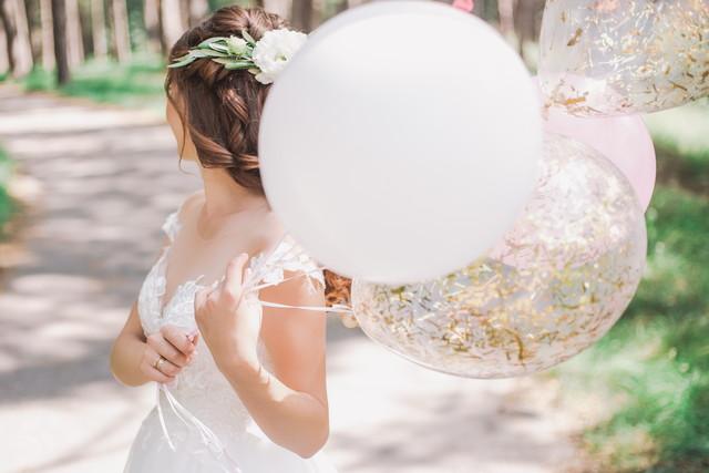 バルーンを持つ花嫁