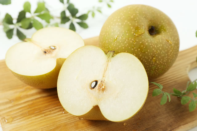 まな板の上の梨