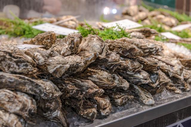 店頭に並んだ牡蠣