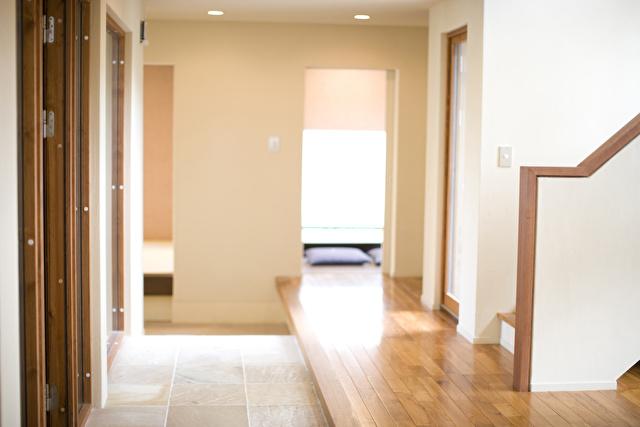 シンプルな白い玄関
