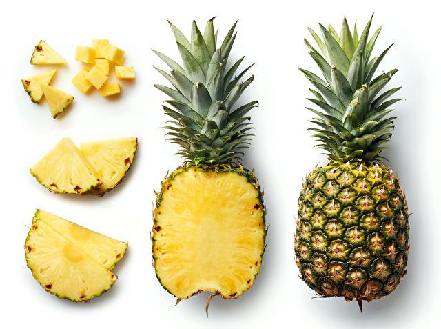 いろんな形にカットされたパイナップル