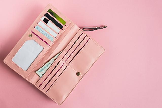 ピンクの長財布