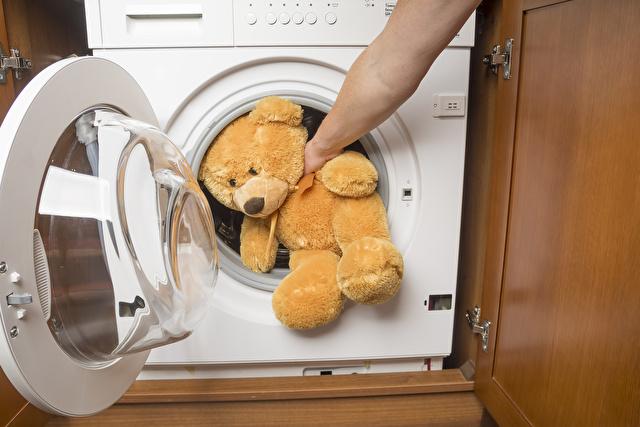 乾燥機とクマのぬいぐるみ